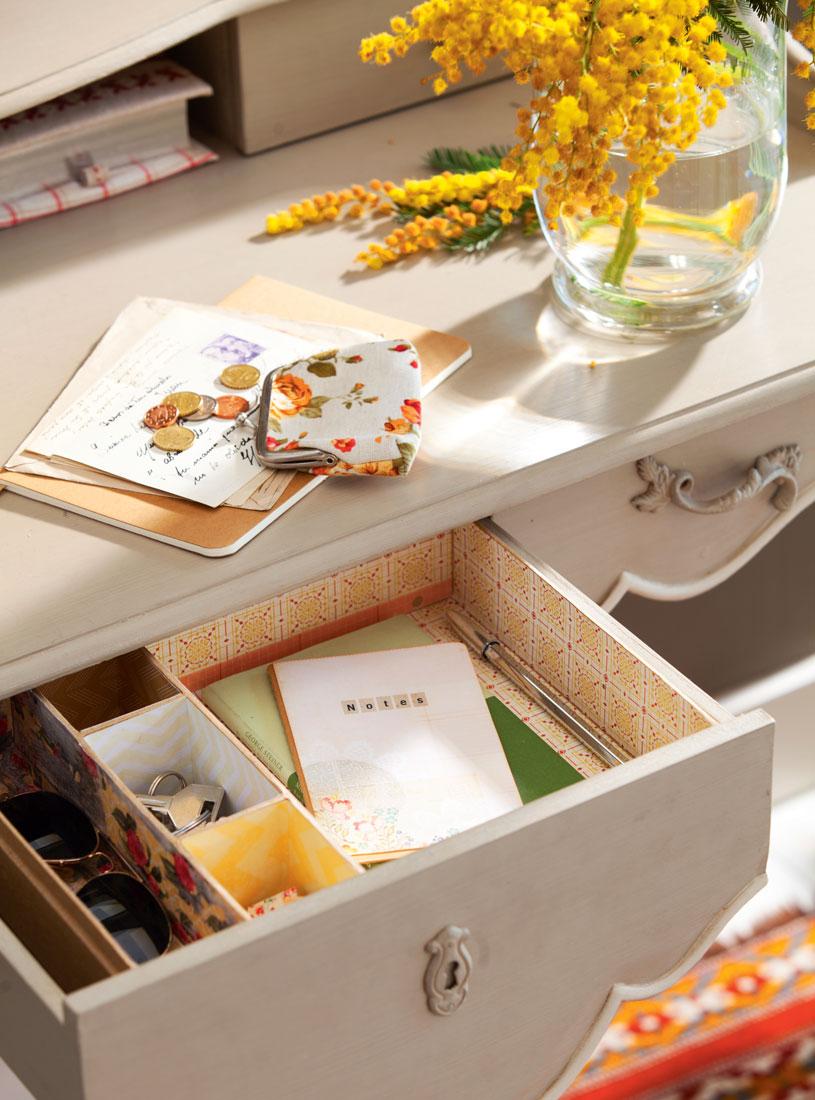 cajon-de-escritorio-ordenado-con-cajas-00410411_13db07ee.jpg