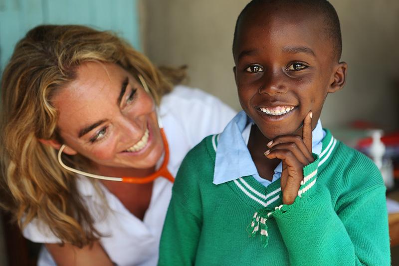 Huisarts Esther A. Broekhuizen op missie in Kenya voor  Sophia Foundation .