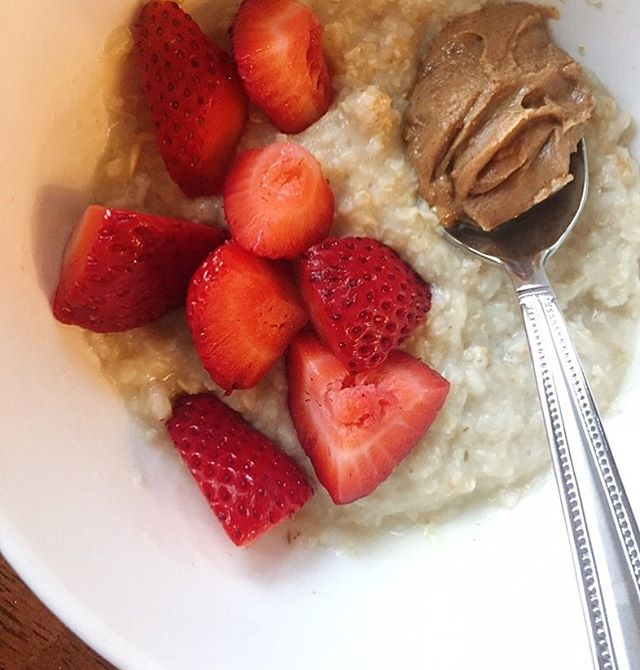 My go to fav breakfast you should try tomorrow, plain microwaved oats sweetened with stevia or you could try honey, topped with nut butter and fruit! 😋😋😋