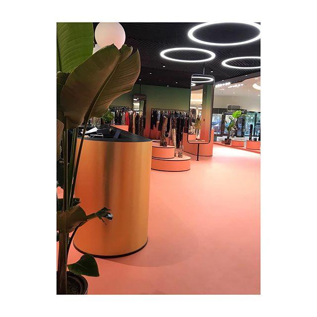 Przypominamy że jutro jesteśmy również otwarci!❤️ Czekamy na Was z najnowszymi kolekcjami w Atrium Promenada od 10.00 ✨ Do zobaczenia :) #conceptstore1 #style #interiordesign #projektanci #moda #warsaw #fashion #placetobe #interior #polskiemarki #fw #atriumpromenada