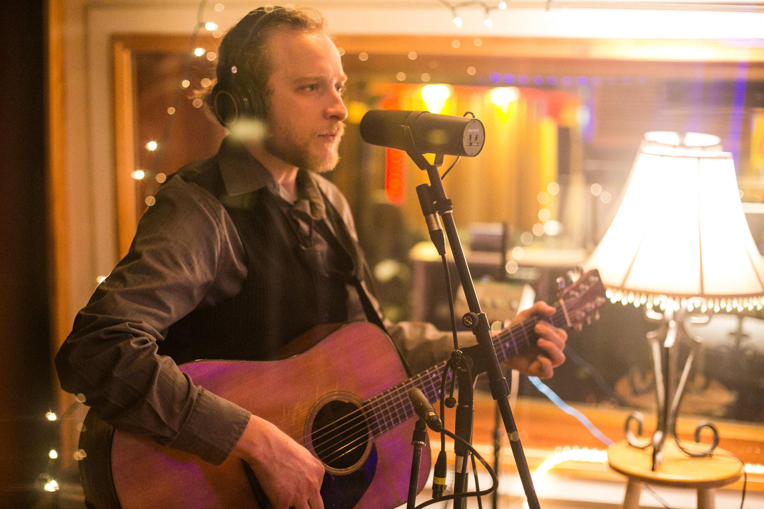 Aaron Lipp | Blues, Rock  Saturday 1 PM