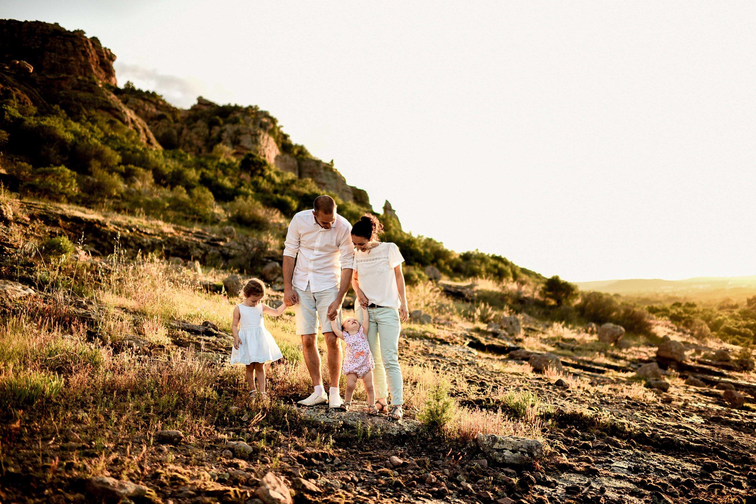 seance-photo-famille-naturelle-et-spontanee-9.jpg