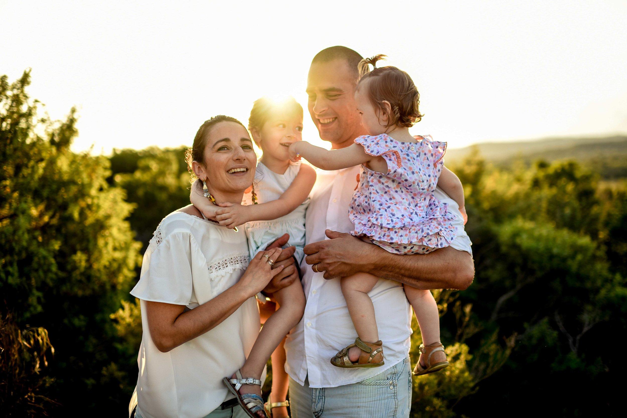 seance-photo-famille-naturelle-et-spontanee-3.jpg