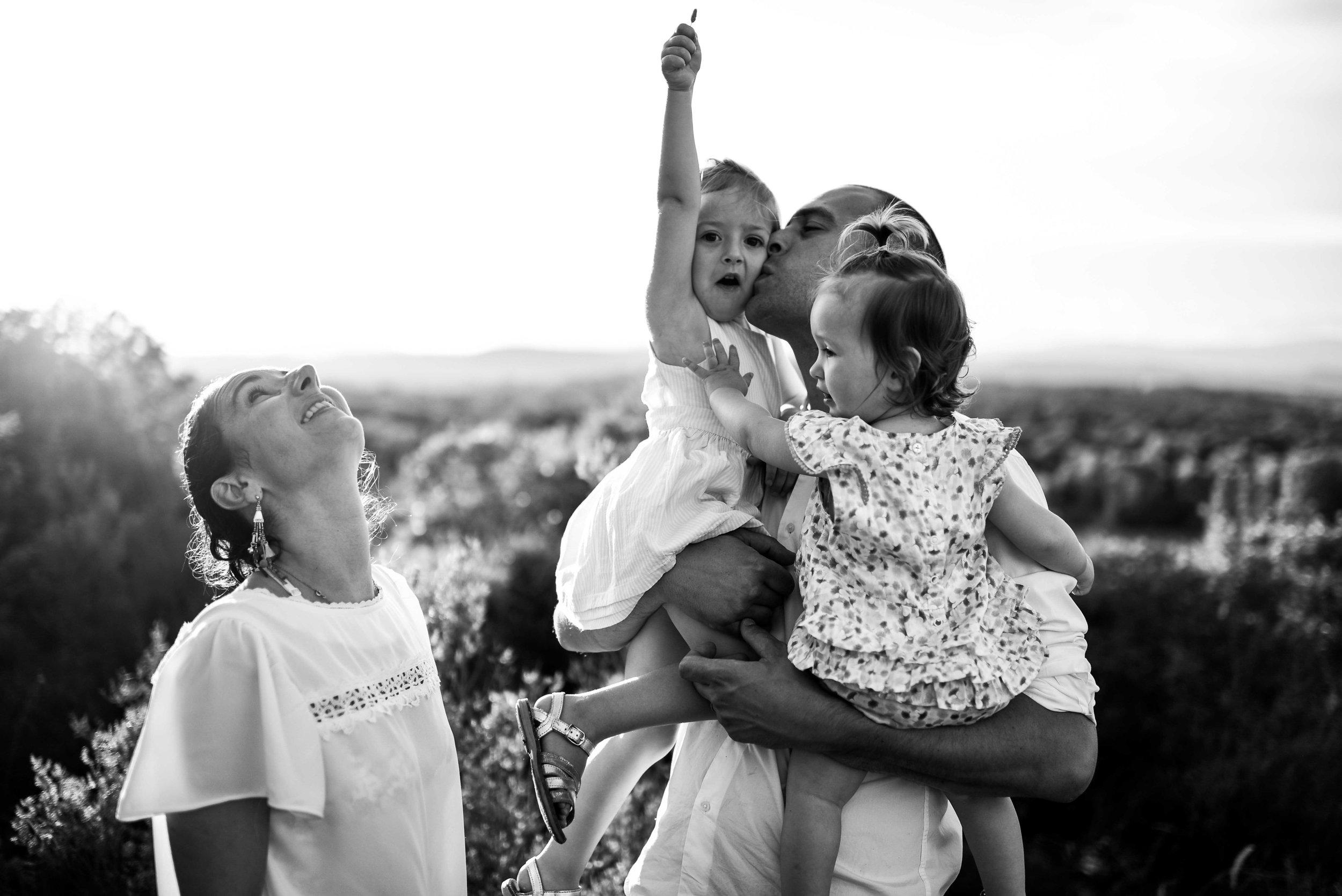 seance-photo-famille-naturelle-et-spontanee-2.jpg