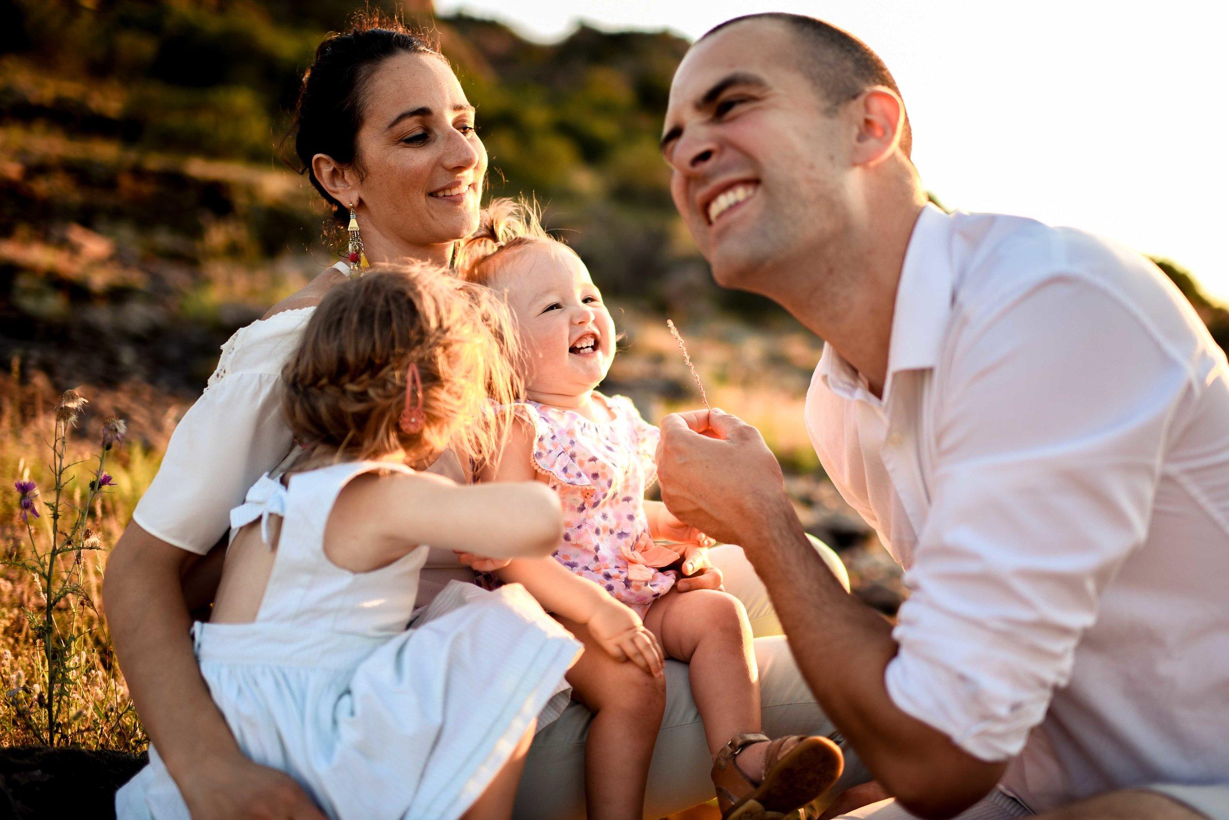 seance-photo-famille-naturelle-et-spontanee-11.jpg