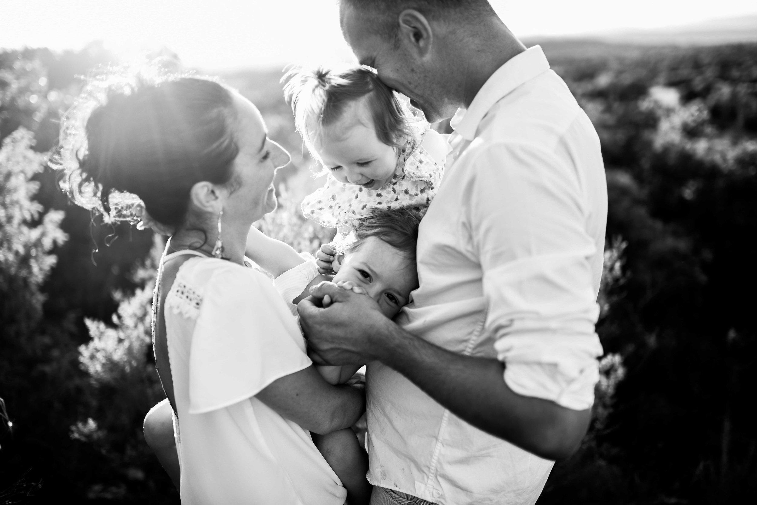 seance-photo-famille-naturelle-et-spontanee.jpg