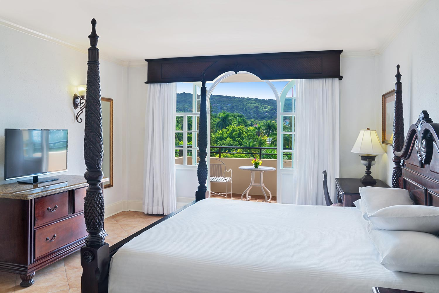 Sapphire Mountain View Guest Rooms  Starting at $230.00/per night, taxes and fees included