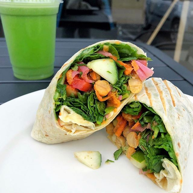 It's so easy to feel good on a Monday with a green juice and a veggie wrap ⚡️💚