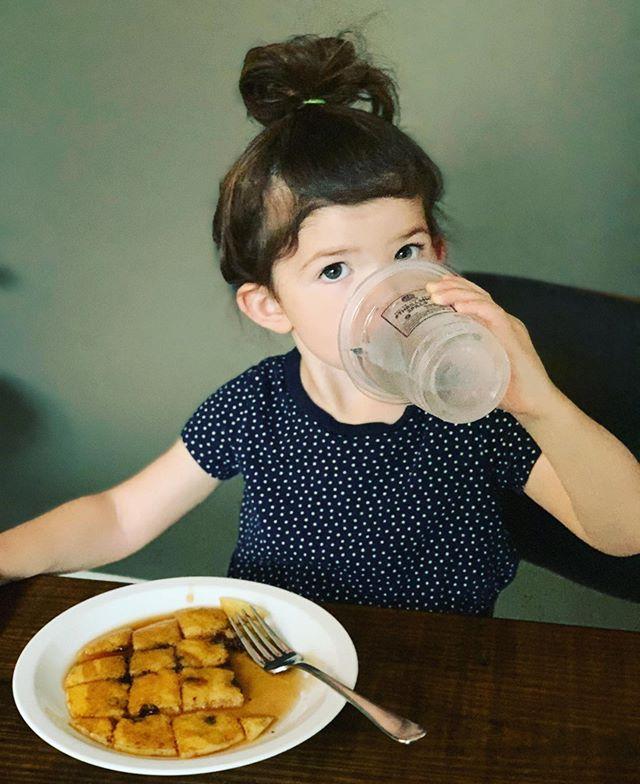 Stella's morning cup o' JoJo ☕️ . . #goodmorning #cutekids #stella #hydrate #jojocups #thrillsnotspills