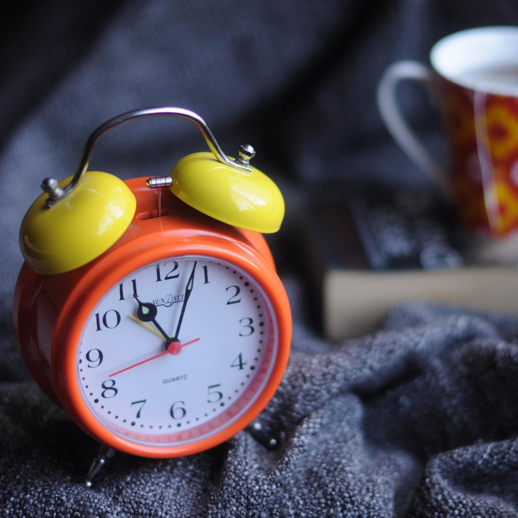 alarm-alarm-clock-analog-714701.jpg