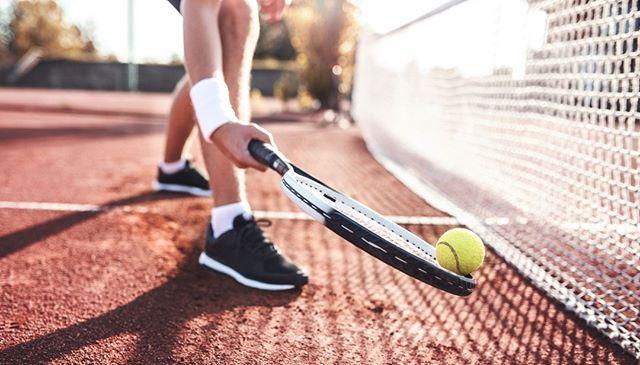 At Kensington Estates residents can enjoy a har-tru tennis court. 👌 •⠀⠀⠀⠀⠀ •⠀⠀⠀⠀⠀ •⠀⠀⠀⠀⠀ #Pond #Community #Landscape #Nature #NewDevelopment #NewConstruction #KensingtonEstates #LongIslandLiving #LongIsland #NewYork #Woodbury #Huntington #ColdSpringHarbor #LuxuryRealEstate #LuxuryHomes #DreamHome #LuxuryLiving #LuxuryLifestyle #Luxury #Beaches #Golf #Realty #RealEstate #DanielGaleSIR #Sothebys #YourWayForward #EPOTD #SothebysRealty