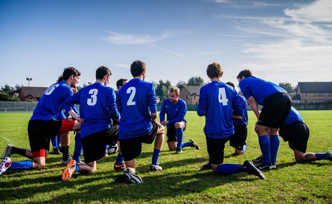 sports team huddling kneeling.jpg