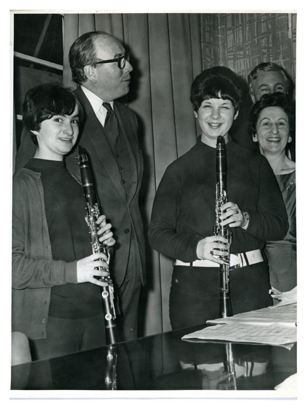 D139 Clarinettists: Janet Chenovitch - Jennifer Nyman. Also Lady Janner - Roy Jenkins