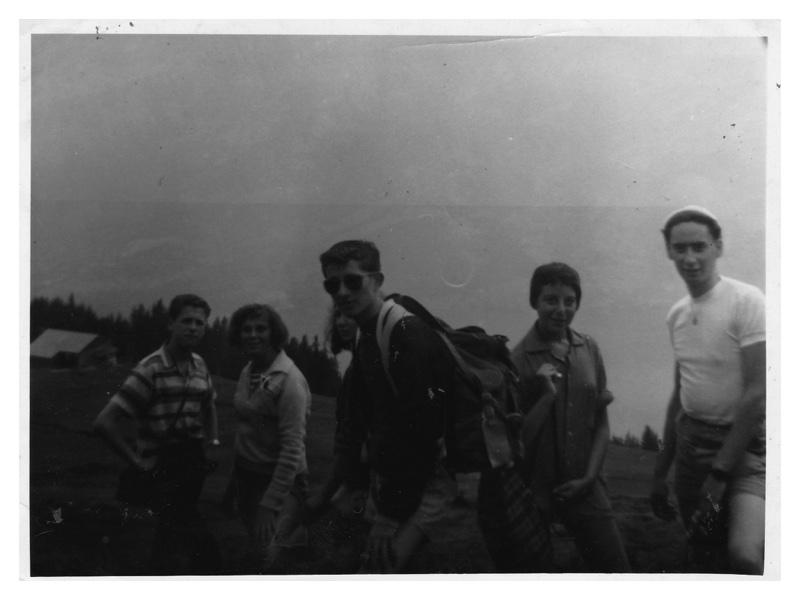 C2027 Switzerland 1958 on the Niesen mountain: Geoff Bentley - Linda Helper - Monica Mayer - Freddy Shaw - Keith (?)
