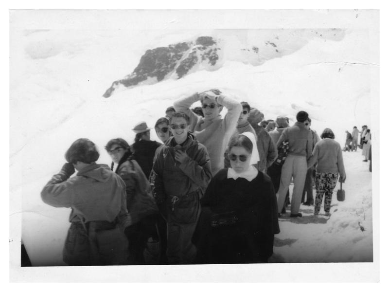 C2030 Switzerland 1959 on the Jungfrau: Barbara Burbridge - Freddy Shaw - Aubrey & Clare Goldstein walking away
