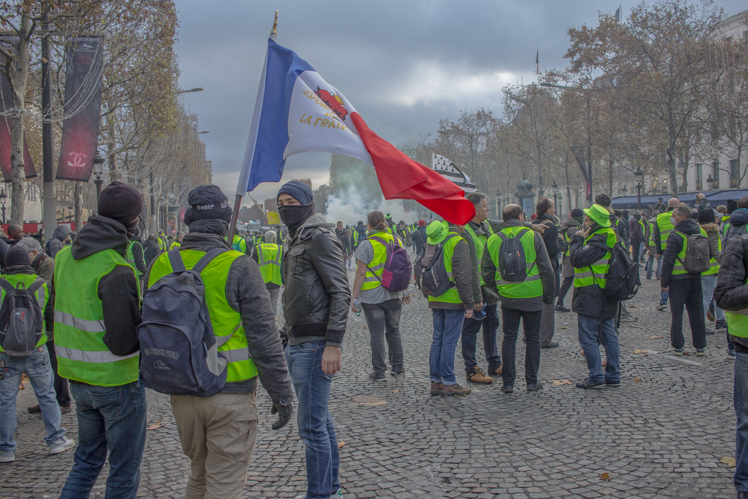 The Yellow Vests riot in the streets of Paris on December 1. (flickr)