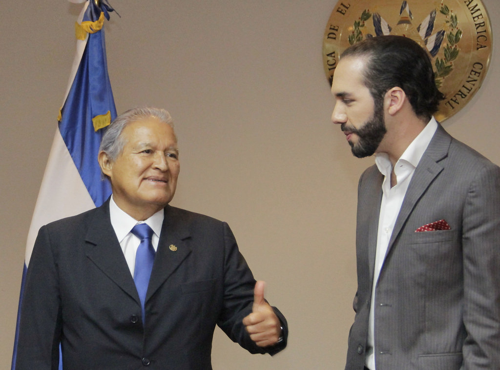 Nayib Bukele, as mayor of San Salvador, meets with then-President Sánchez Cerén in 2015. (Flickr)