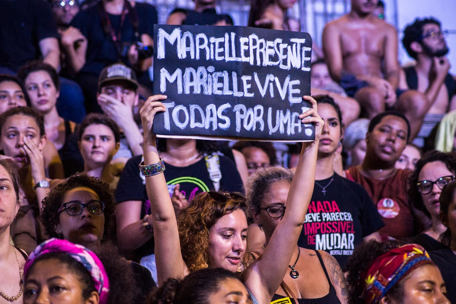 A crowd of protesters chants in honor of Marielle Franco in Rio de Janeiro. ( Flickr )