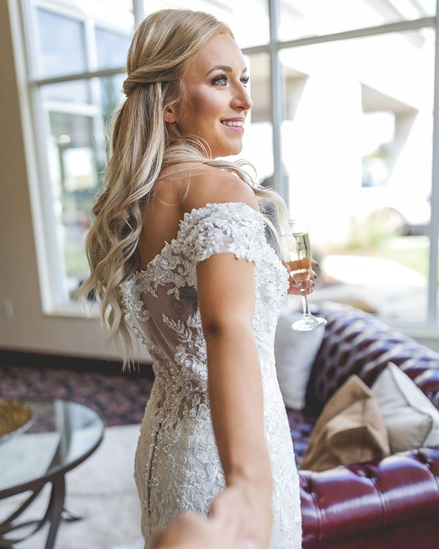 When you're dress 👗 shopping, its so important to keep in mind the overall vibe of your wedding and venue! ⁣ •⁣ Choosing a venue before dress shopping will help you to make sure that your dress coordinates with the overall look and feel you're going for! 👀⁣ ⁣ #bridevibes #popthebubbly #weddingdress⁣ ⁣ 📸: @erinkayphotography