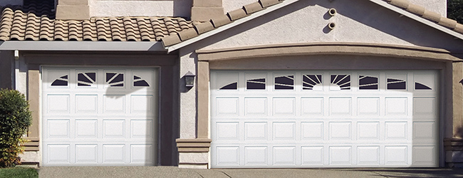 vinyl-garage-door-durafirm-870-williamsburg.jpg