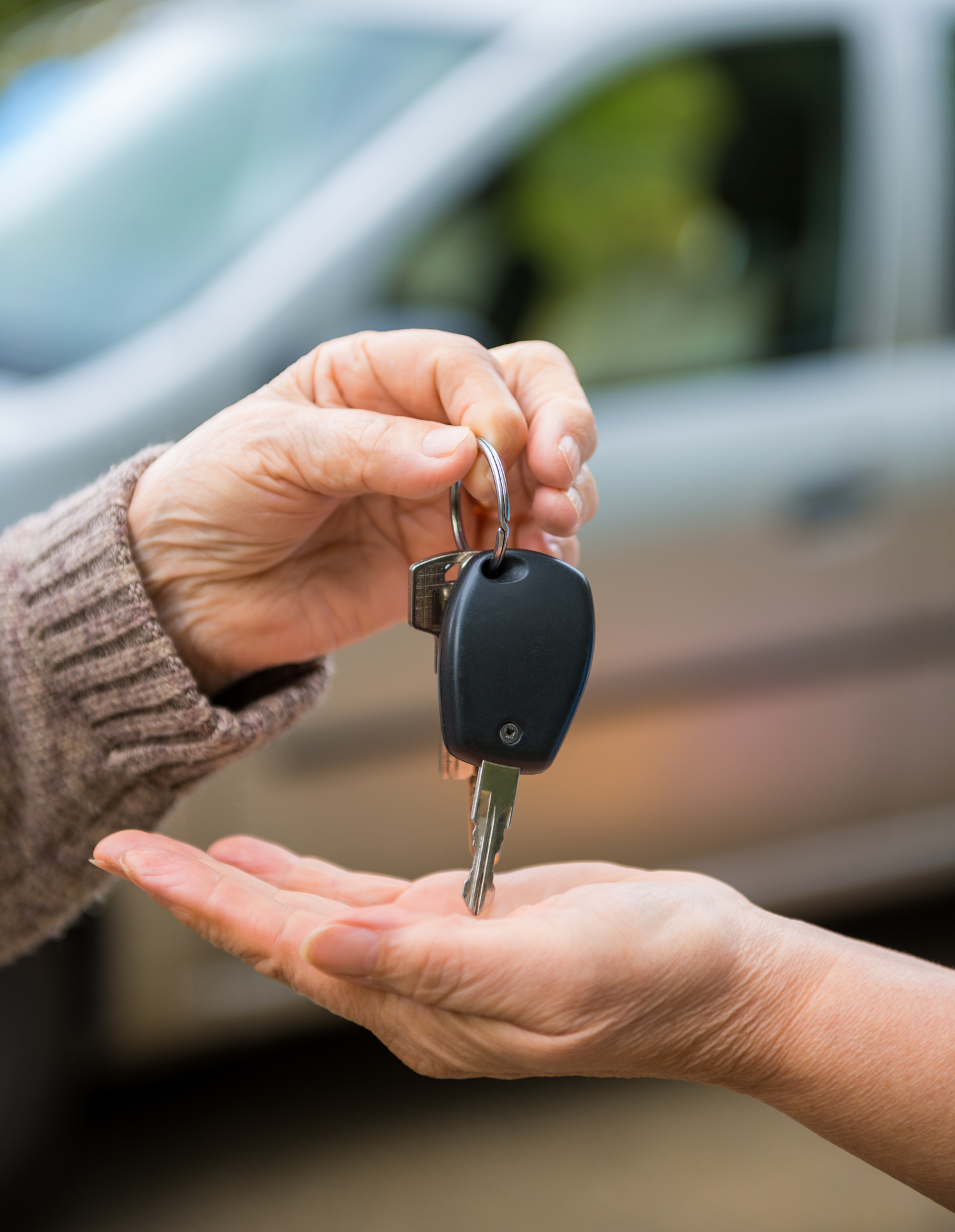 Woman giving car keys dreamstime_m_44326659.jpg