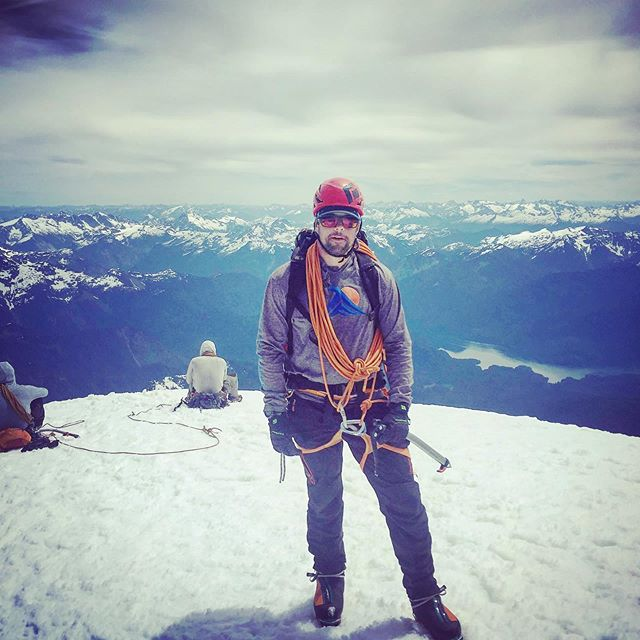 MSG John sporting Tidal Flow all over the world lately. This shot is taking at the summit of MT. Baker, which is just 1 summit of many that John has conquered. John is part of the Tidal Flow team and we can't wait to have him back on the water! Thanks for the awesome pic buddy! @john_lewis816. . . . .#charleston #veterans #adaptivesports #tidalflowcoalition #fishing #offshorefishing #getoutside  #chstoday #hatsoff4heroes #watertherapy #stjohnsyachtharbor #specialforces @stjohnsyachtharbor #harrisonmarineservice #rossmarine #specialforces
