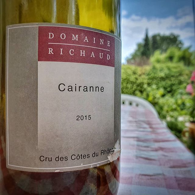 Lovely red from Côtes du Rhône Domaine Richaud Cairanne 2015 👁 Ruby robe 👃 Raspberries on the  nose 👅 Palate of bold red fruits and low tannins. 🤔 Very soft and easy to drink.  It's really good and I even preferred it a little bit cold. Very refreshing!