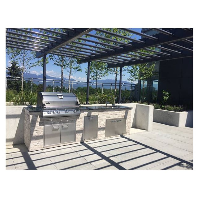 I'm pretty sure our shared community kitchen at The Regent got a serious work out this weekend 🏋️‍♀️ #outdoorkitchen #kitchendesign #design . . . . #landscape #landscapedesign #vancouver #northvancouver #interiordesign #architecture #view #penthouse #realestate #outdoorliving #vancouverrealestate #bachelorpad #luxury #luxuryrealestate #architecture #architectureporn  #modern #bbq #grill #art #furnituredesign #furniture #patiogoals #patio #backyard #westvancouver #outdoorkitchens
