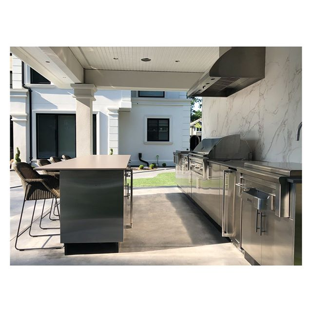 Long weekend ready at Hunter St 🔥#outdoorkitchen #kitchendesign #design . . . . #landscape #landscapedesign #vancouver #northvancouver #interiordesign #architecture #view #penthouse #realestate #outdoorliving #vancouverrealestate #bachelorpad #luxury #luxuryrealestate #architecture #architectureporn  #modern #bbq #grill #art #furnituredesign #furniture #patiogoals #patio #backyard #westvancouver #outdoorkitchens