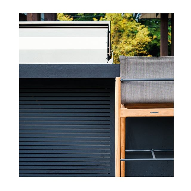 We love this custom Dekton venting at our Belcarra project. The vents allow the grill to breath whilst also adding visual interest to the back side of the bar seating. Great job as always by the guys at @ssccountertops 💯 📸 @thebrownspy #outdoorkitchen #kitchendesign #design . . . . #landscape #landscapedesign #vancouver #northvancouver #interiordesign #architecture #view #penthouse #realestate #outdoorliving #vancouverrealestate #bachelorpad #luxury #luxuryrealestate #architecture #architectureporn  #modern #bbq #grill #art #furnituredesign #furniture #patiogoals #patio #backyard #westvancouver #outdoorkitchens