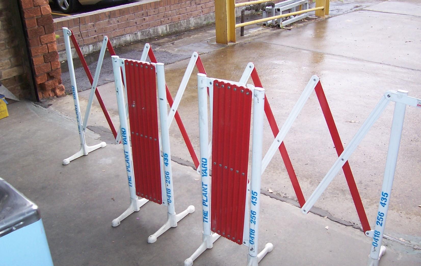 expanding barrier hire.JPG