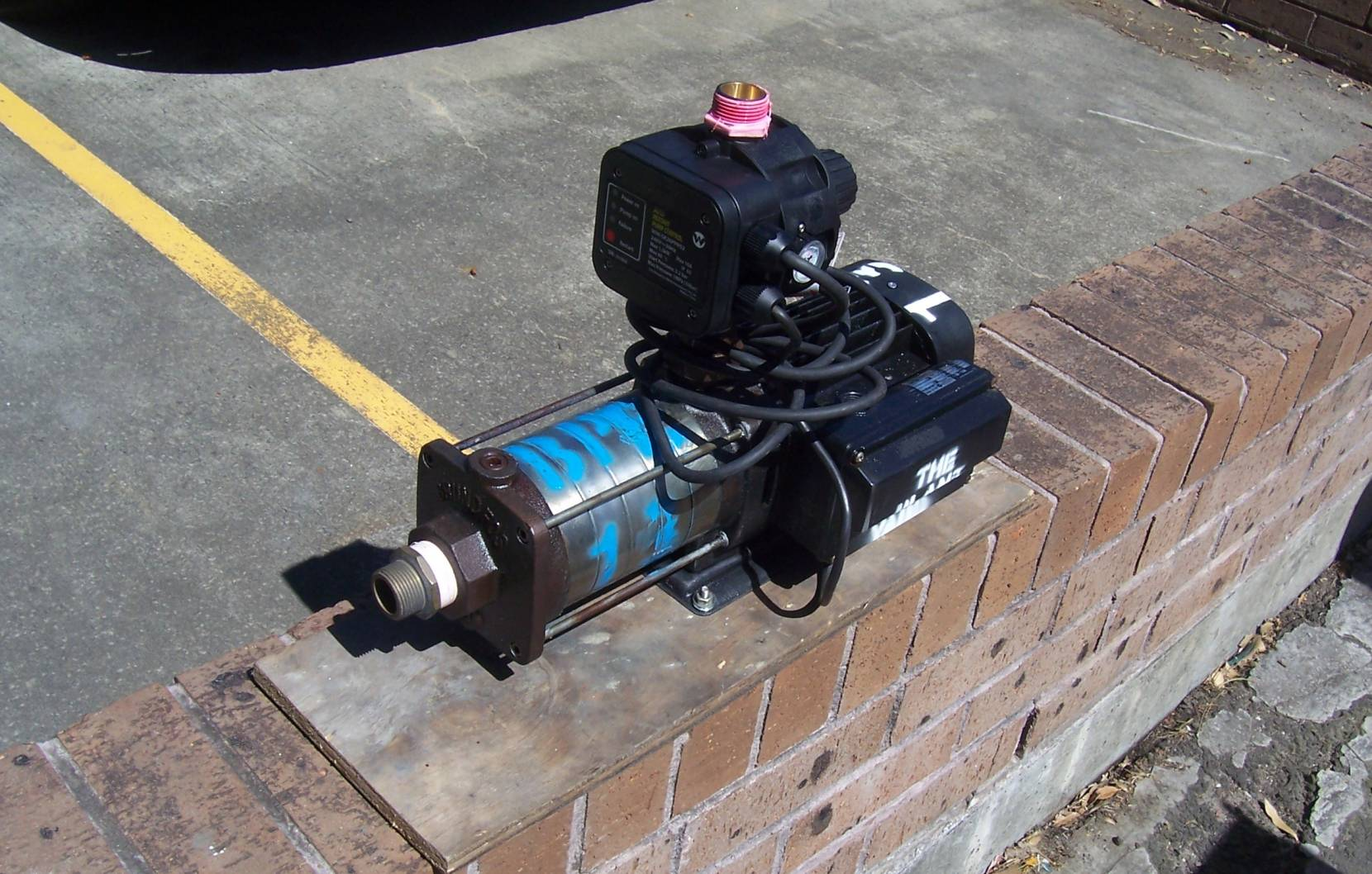 high pressure booster pump hire.JPG