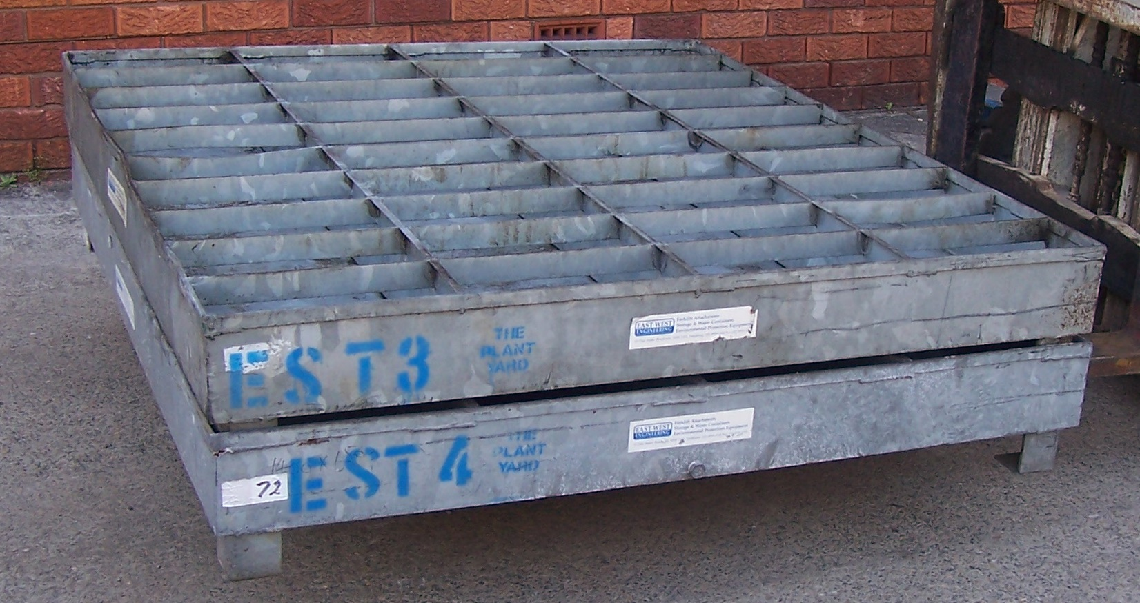 Heavy duty steel spill pallet hire.JPG