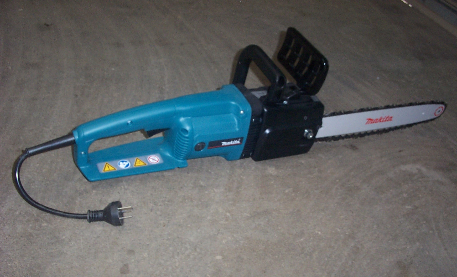 electric chainsaw hire.JPG