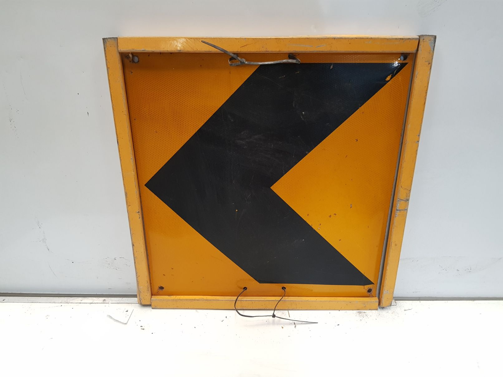 Arrow Boxed Edge Sign.jpg