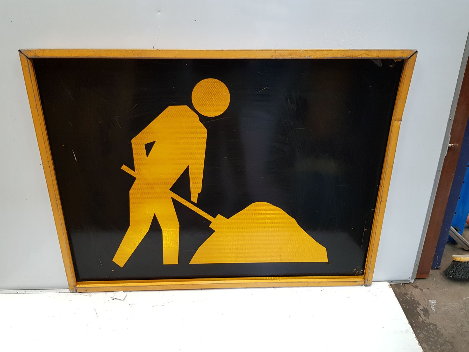 Man Digging Night Sign.jpg