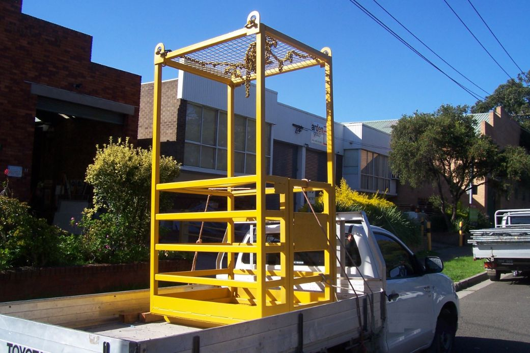 2 man box crane - closed top