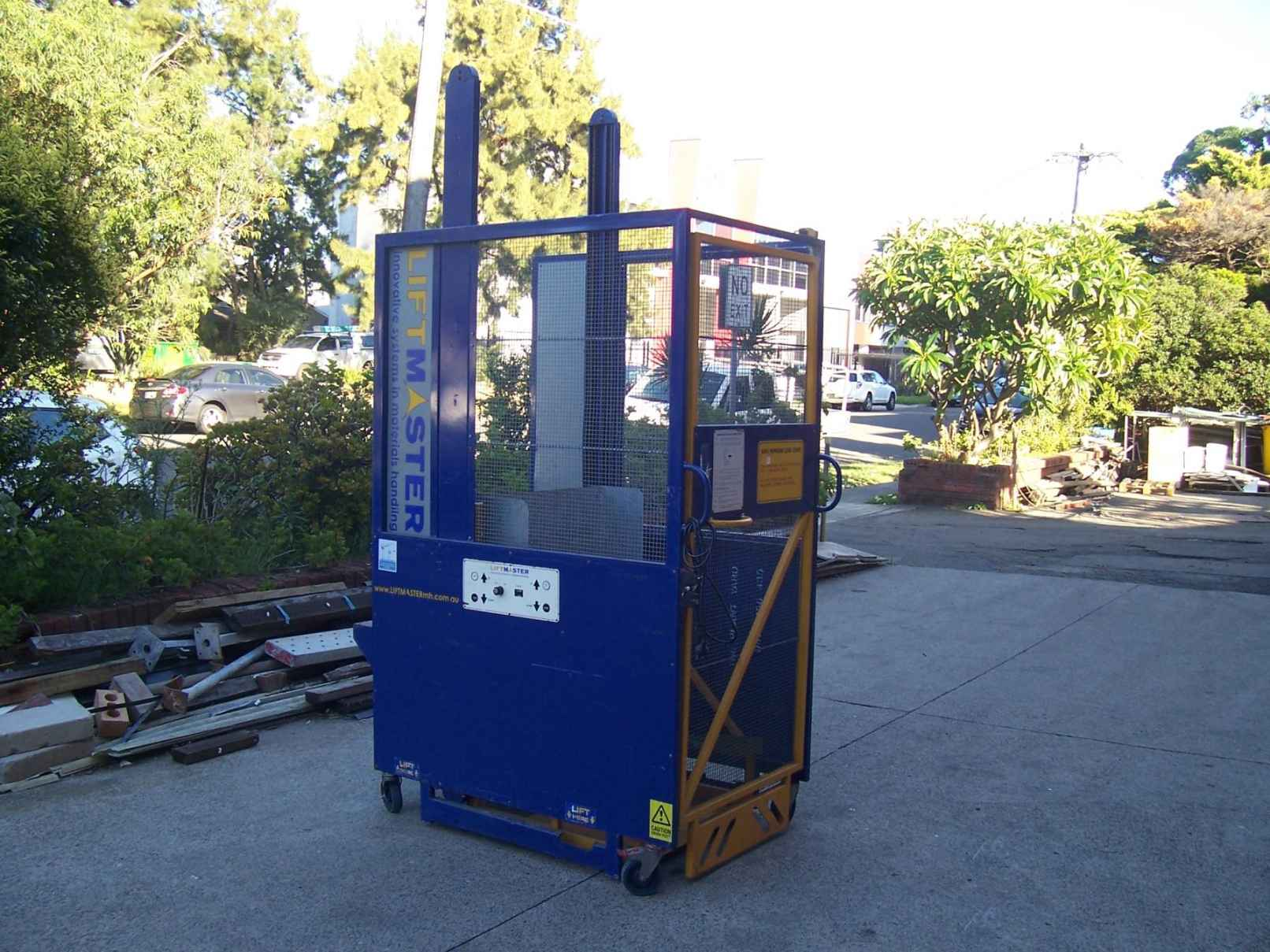 Hydraulic Bin Lifter Hire.JPG