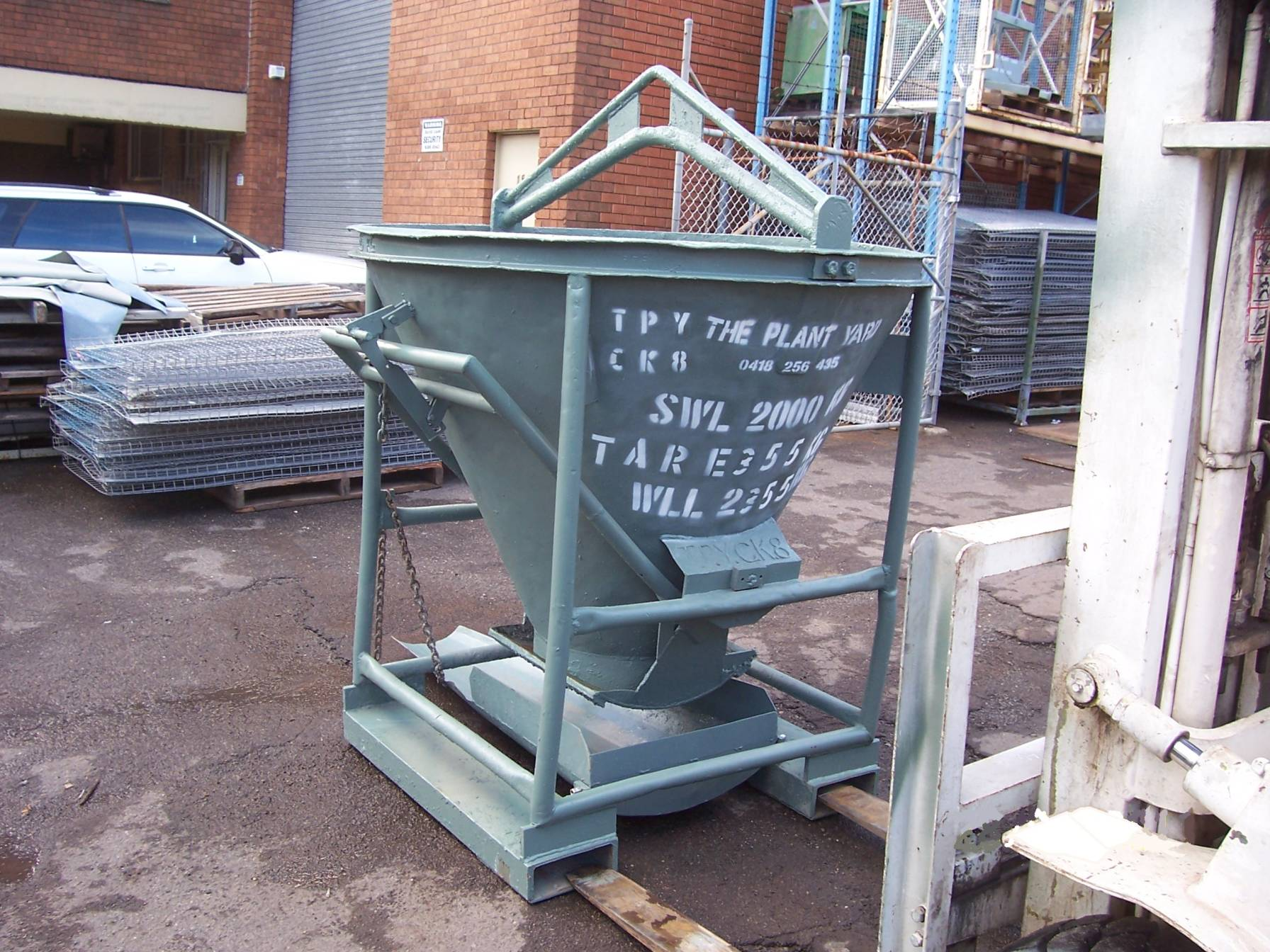 Concrete Kibble 8    Safe Working Load  - 2000 kg  Capacity  - 0.85 cbm  Characteristic  - Operating from the side providing ideal use with a forklift.