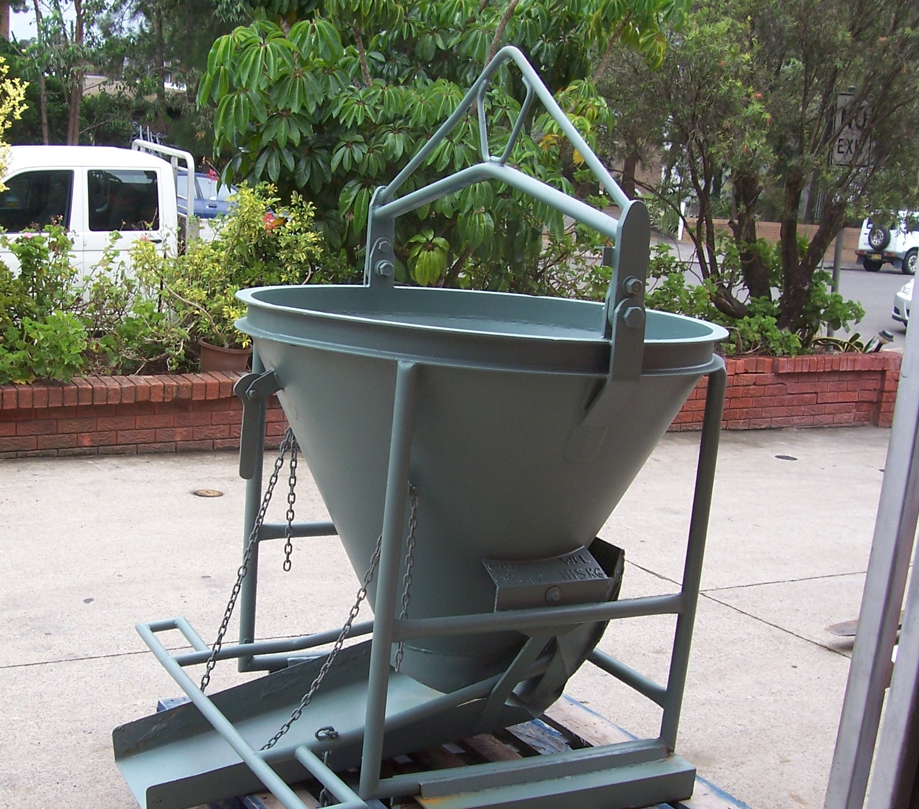 Concrete Kibble 9    Safe Working Load  - 1115 kg  Capacity  - 0.36 cbm  Characteristic  - Smallest of our range, ideal for use where crane lifting capacity is limited.