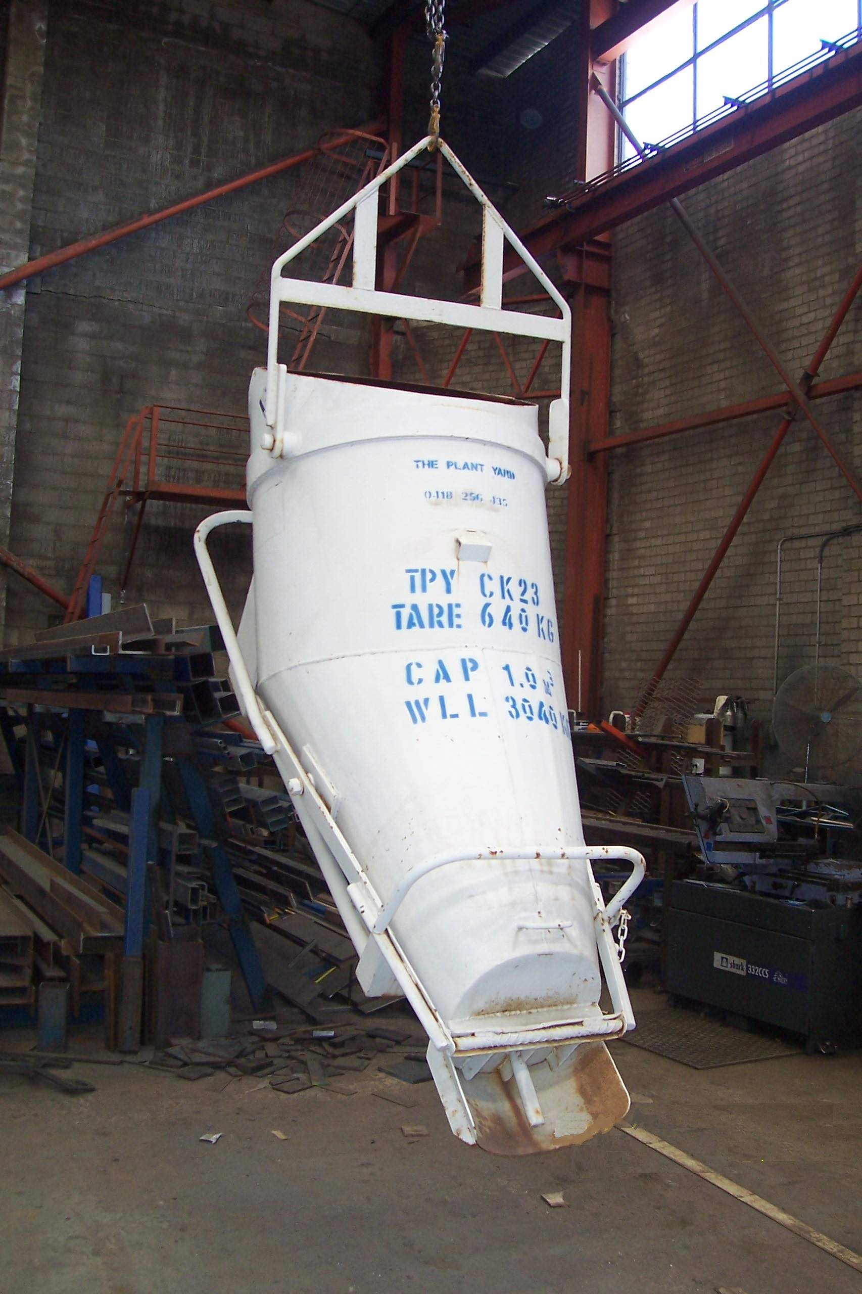 Concrete Kibble 23    Safe Working Load  - 3040 kg  Capacity  - 1.0 cbm  Characteristic  - Banana shaped, ideal for trenching works.
