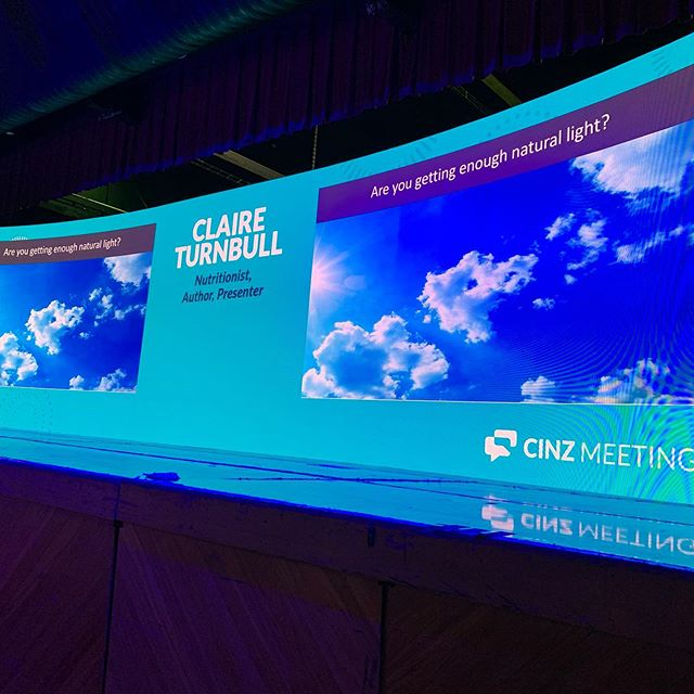 A quick pic of last weeks @cinz_gram Day Buyers Lunch Led Screen for the Meetings Expo in Auckland. A 11m x 3m curved screen with dual content pips. We also rigged 26 various moving lights for room and stage wash along with our trusty Nexo Line Array system.