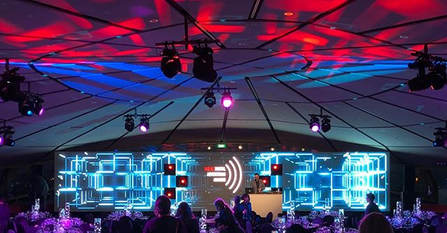 Here's one of the many shows we put on last week: the IAB Awards! We put in a 14m @absenled Screen with cutouts for our moving lights to shine through! Great design from one of our techs @nattyturner!