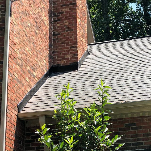 Replaced some step and counter flashing today, because it was not done properly when the roof was replaced 5 years ago... #lovewhatyoudo #roofingcontractor #roofing #roofers #roofersofinstagram #roofer4life  #highpointnc #professional