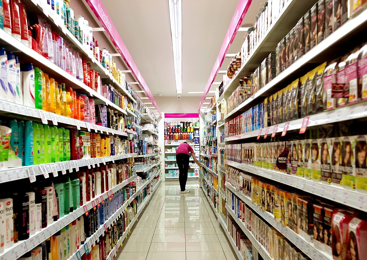 1200px-Supermarket_full_of_goods.jpg