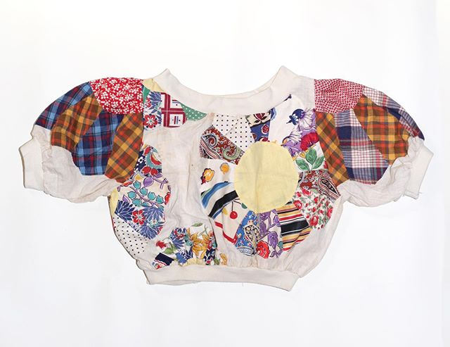 Nong Rak original 'Vagabond Clown' cropped blouse from our latest capsule collection. Made from 1930's and 1960's quilt tops and best fit for a women's xs-s. Message us directly to purchase or to inquire about customizing your own out of the number of exciting quilt tops we have available.