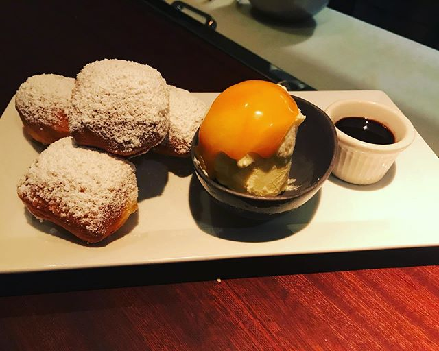 Doughnuts with coconut caramel and chocolate sauces. Yes, you need them. #hanalei #outdoorrestaurant #ramen #hawaii