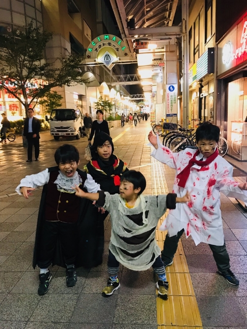 OUR 2018 HALLOWEEN COSTUME WINNERS. AREN`T THEY ADORABLE?