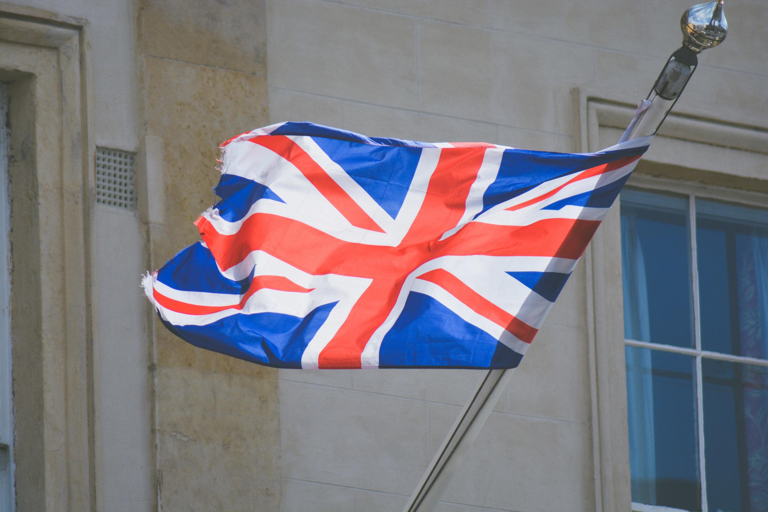 イギリス出身 -