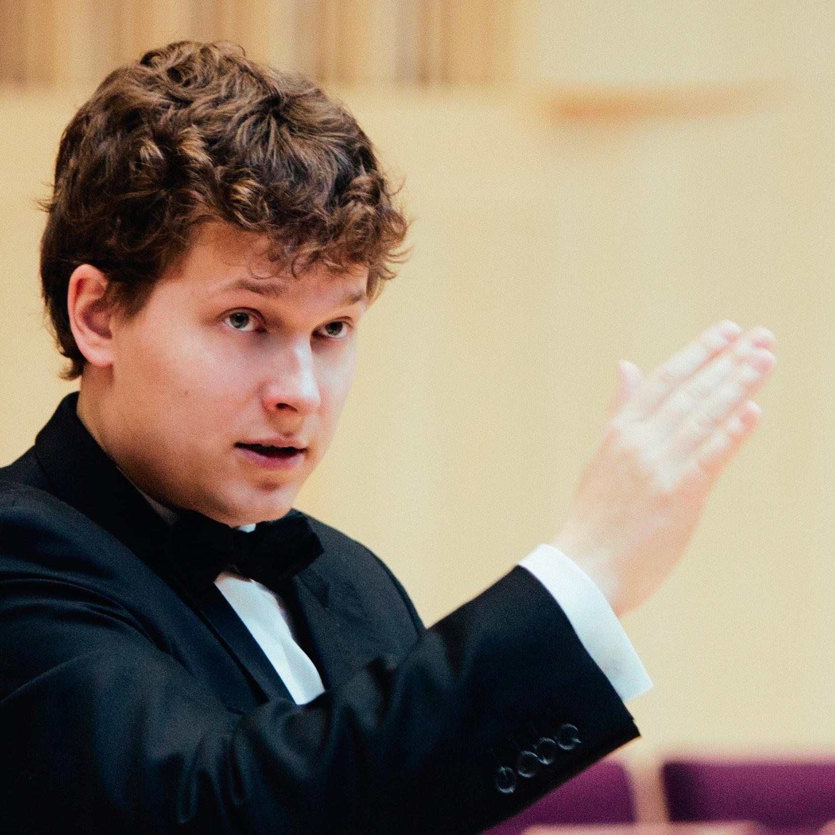指揮 conductor  利耶賓許 Jānis Liepiņš